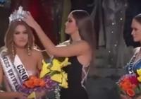 Xem lại khoảnh khắc trao nhầm vương miện Miss Universe 2015