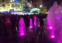 Người dân thành phố 'lội nước' đón giao thừa
