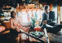 Bộ ảnh cưới của cặp vợ chồng già vớt xác ở sông Hồng