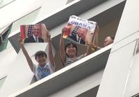 Muôn kiểu 'mục kích' Tổng thống Obama của người dân TP.HCM