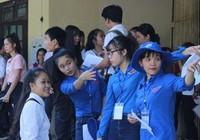 Hàng ngàn thí sinh làm thủ tục thi THPT quốc gia