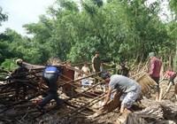Lốc xoáy làm sập 17 căn nhà