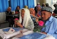 Cụ ông 71 tuổi cưới cụ bà 114 tuổi sau 1 năm theo đuổi