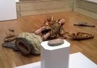 Ham hố selfie, khách tham quan phá tượng cổ 400 tuổi