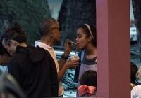 Khoảnh khắc Obama chăm sóc 'con gái rượu' gây xôn xao