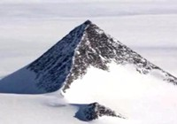 Phát hiện ba kim tự tháp đen giữa Nam Cực?