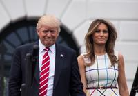Mặc đồ đắt tiền, bà Trump lại gây bão mạng