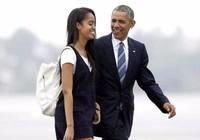 Ông Obama tiễn con gái cưng, khóc trước mặt mật vụ