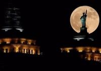 Thế giới đón siêu trăng tuyệt đẹp cuối cùng năm 2017