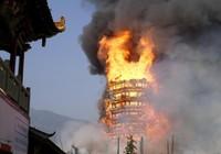 Hé lộ lý do tháp chùa cao nhất Châu Á cháy rụi