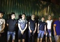 Tạm giữ nhóm thanh niên mang 'bom bẩn' đi đòi nợ