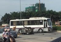 Xe ba gác chạy ngược chiều tông xe khách, 3 người bị thương nặng