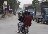 'Giật mình' khi thấy CSGT, nam thanh niên ngã ra đường