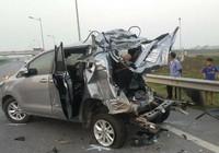 Ô tô bị container đâm trên cao tốc Hà Nội, 4 người chết