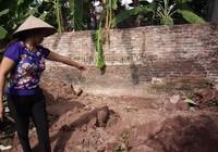 Hiện trường thi thể 2 bé gái bị chôn trong vườn