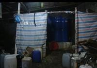 Kinh hãi với cơ sở chế biến nước mắm cạnh khu rác thải