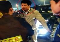 Khởi tố lái xe Thanh tra Bộ LĐ-TB&XH vì tát cảnh sát