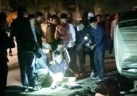 Cảnh sát nổ súng bắn thủng vỏ xe, bắt 100 bánh heroin