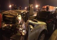 4 ô tô đâm liên hoàn trong đêm, giao thông ùn tắc