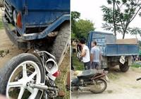 Mô tô của CSGT nát bét dưới bánh xe công nông