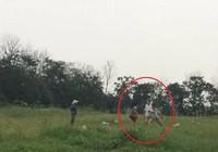 Trưởng thôn bị tố dùng gậy sắt đánh người