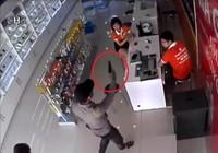 Tin mới nhất vụ nghi dùng súng cướp cửa hàng điện thoại