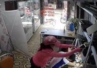 Nhân viên ngủ gục bị kẻ trộm lấy mất 3 IPhone