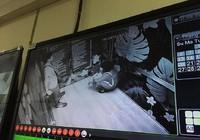 Mắc kẹt trong thang máy, 2 người nhập viện cấp cứu