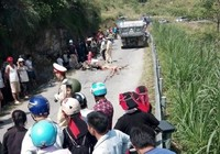 Thương tâm: 3 mẹ con tử nạn dưới bánh xe tải