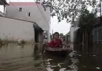 Ảnh: Giữa Thủ đô, dân phải chèo thuyền vào nhà