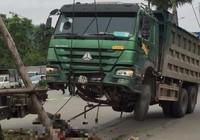 Xe tải kéo lê nạn nhân rồi cày vào vòng xuyến