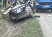 Ô tô con bị xe tải tông nát, 4 người tử vong