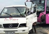 Xe giường nằm đâm ôtô khách, 8 người bị thương