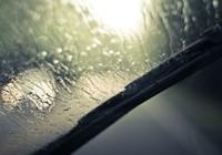 Tại sao kính râm có thể giúp lái xe an toàn hơn khi trời mưa?
