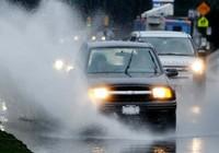 Bảo quản xe ô tô sau khi đi mưa
