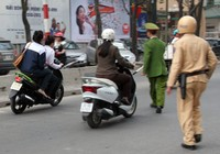Đi vào đường ngược chiều có bị tước giấy phép lái xe?