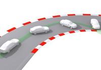 Kinh nghiệm lái xe: Có nên phanh khi ôm cua?