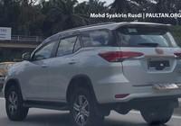 Toyota Fortuner 2016 tiếp tục lộ diện tại Malaysia, sắp về Việt Nam?