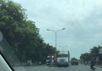 Xe container chạy ngược chiều ở Bình Dương