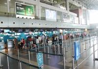 Kiểm tra chặt hành khách đi máy bay dịp lễ