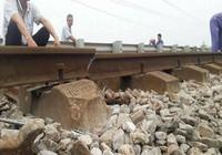 Đường ray tàu bị gãy, hơn 1.100 khách may mắn thoát nạn