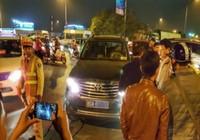 Xe Văn phòng Bộ LĐ-TB&XH không chấp hành tín hiệu đèn
