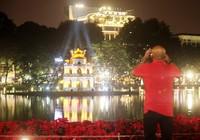 Trang trí phố Hà Nội xấu hơn Sài Gòn?