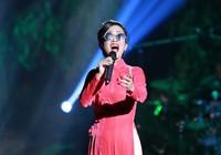 Hồng Nhung đeo kính, che mắt sưng hát nhớ Trịnh 15 năm