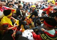 Hà Nội ra văn bản về tình trạng tranh cướp ở lễ hội