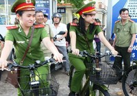 Cảnh sát khu vực đi tuần bằng xe đạp