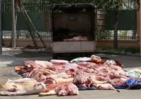 Bắt hơn 1 tấn thịt heo thối trên đường ra chợ
