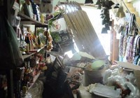 Kinh hãi xe tải lao thẳng vào nhà dân giữa TP Biên Hòa