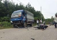 Xe máy chở 3 đấu đầu xe tải, 3 người thương vong