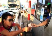 Tài xế lại dùng tiền lẻ qua trạm BOT tránh Biên Hòa